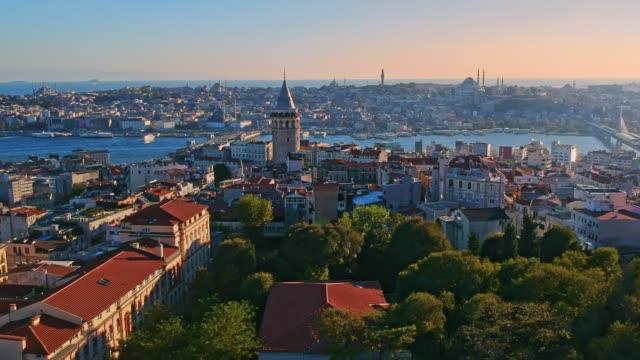 ガラタタワー(イスタンブール) - イスタンブール 金角湾点の映像素材/bロール