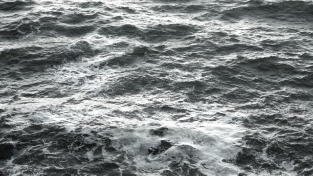 Gale Waves Close-up