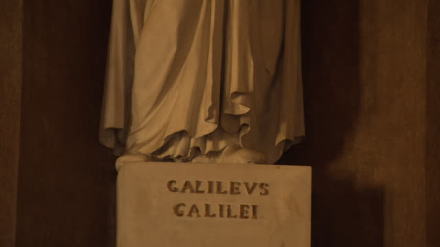 galileo galilei - pan up white stone statue inside pavia university lecture theatre in italy - galileo galilei stock videos & royalty-free footage