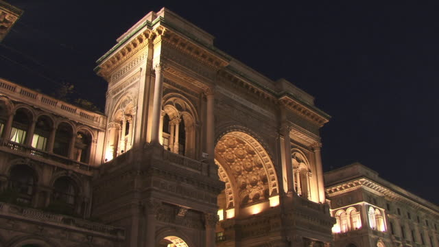 MS, LA, Galleria Vittorio Emanuele II illuminated at night, Piazza del Duomo, Milan, Lombardy, Italy