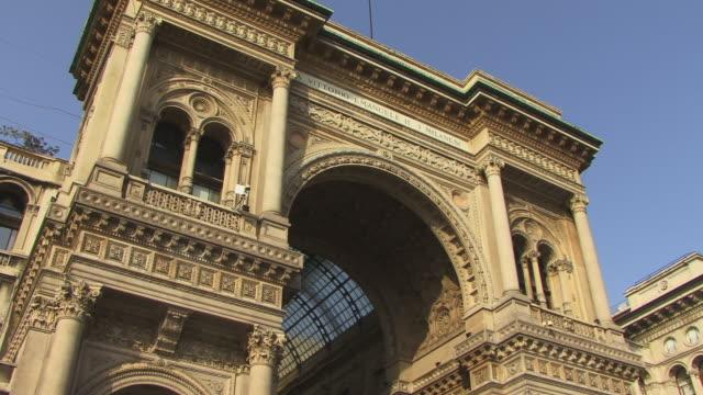 cu, la, tu, galleria vittorio emanuele ii, piazza del duomo, milan, lombardy, italy - galleria vittorio emanuele ii stock videos and b-roll footage