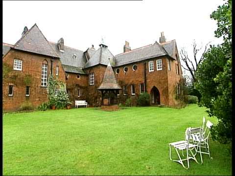 galleries and museums: william morris house bought by national trust; red house and lawn - national trust video stock e b–roll