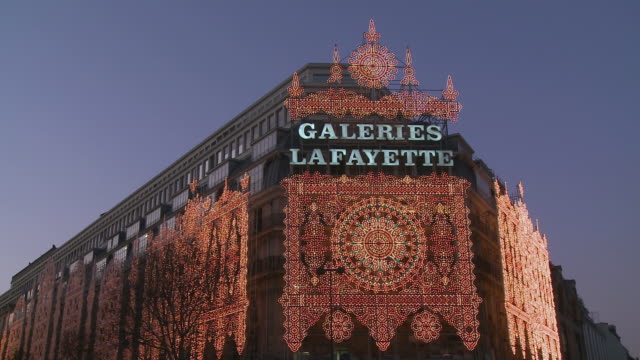 WS Galleries Lafayette with Christmas illumination at dusk / Paris, Ile de France, France
