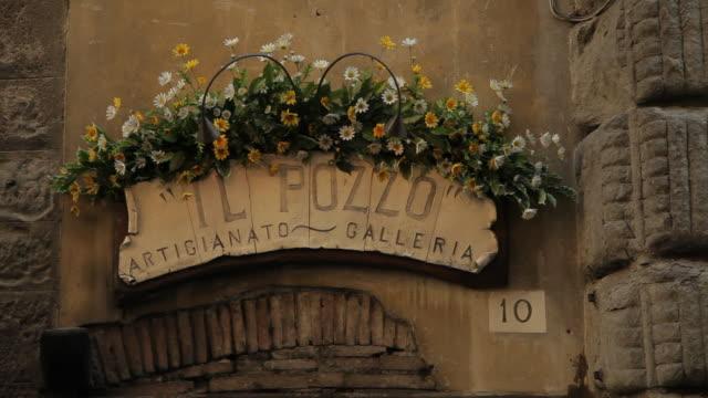 vídeos y material grabado en eventos de stock de mh gallery sign / tuscany, italy - toscana