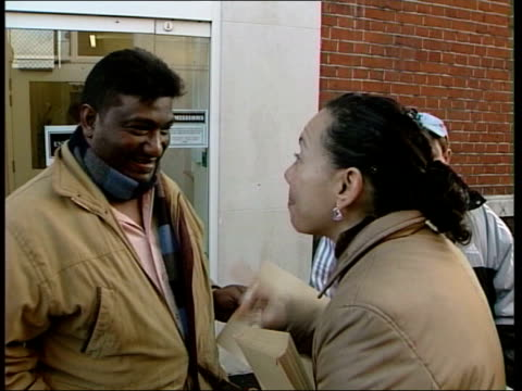 vidéos et rushes de galloway hoping to unseat labour party in bow england london bow george galloway mp greeting asian voters on the street tcms george galloway mp... - bow window