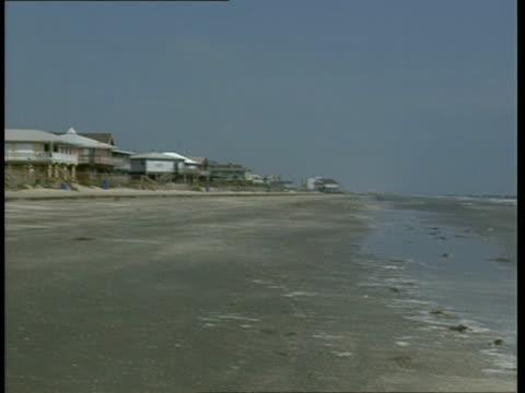 vidéos et rushes de ms, pan, galveston beach, galveston, texas, usa - golfe du mexique
