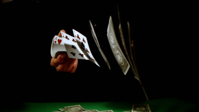 vídeos de stock e filmes b-roll de slo mo gambler flicking playing cards - carta de baralho