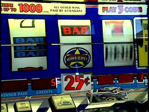 vídeos y material grabado en eventos de stock de gambling - máquina con ranura