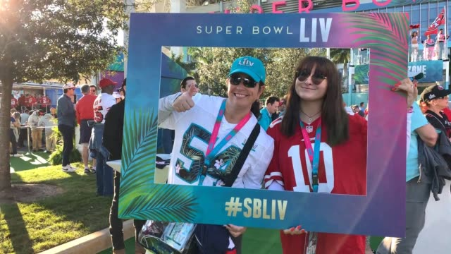 vidéos et rushes de game day atmosphere: super bowl liv on february 02, 2020 in miami, florida. - nfc