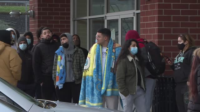 game lovers camped and lined up in front of gamestop store to get new product ps5 in new jersey since earlier hours of friday. there are thousands of... - holiday camp stock videos & royalty-free footage