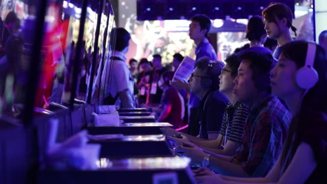 stockvideo's en b-roll-footage met gamers at tokyo game show 2019 held in chiba, japan, on friday, sep 13, 2019. - television game show
