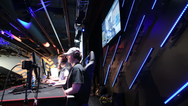 gaming stadium and large esports tournament for csgo in vancouver british columbia canada on sunday june 14 2019 - wettbewerb unterhaltungsveranstaltung stock-videos und b-roll-filmmaterial