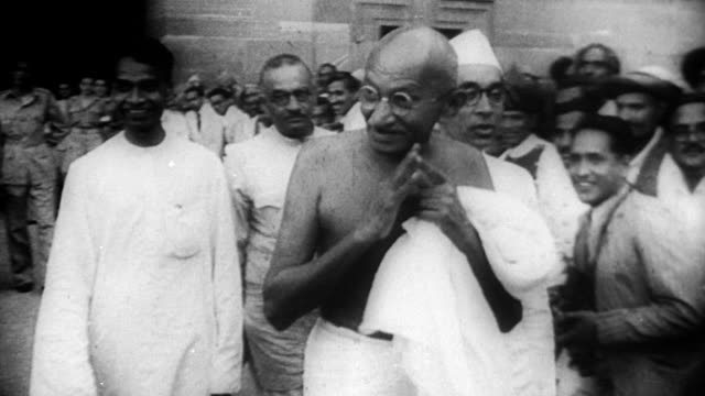 vídeos de stock, filmes e b-roll de gandhi leaving meeting where british and indian representatives conferred to discuss indian independence and decide the future government and home... - 1946
