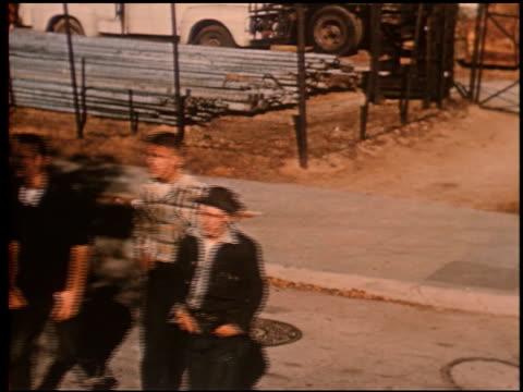 gang boy - 14 of 25 - この撮影のクリップをもっと見る 2340点の映像素材/bロール