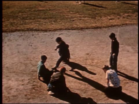 gang boy - 4 of 25 - この撮影のクリップをもっと見る 2340点の映像素材/bロール