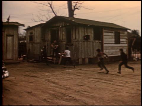 gang boy - 7 of 25 - この撮影のクリップをもっと見る 2340点の映像素材/bロール
