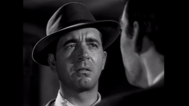 vídeos de stock, filmes e b-roll de 1952 a gangster spills the details to the man he framed - veredicto