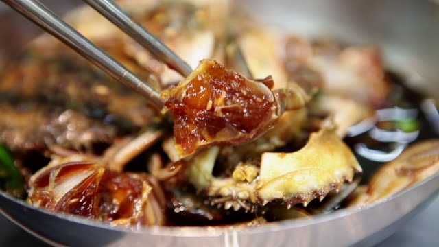 ganjang-gejang (soy sauce marinated crab) in yeosu - savory food stock videos & royalty-free footage