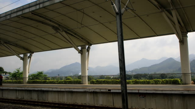 stockvideo's en b-roll-footage met ganzhou-xiamen high speed railway,fujian province,china - perron