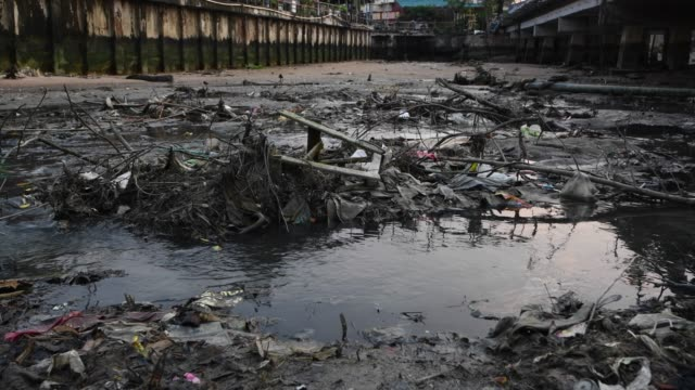 Garbage and sewage from houses and factory industrial  to the sea drainage canals Into the sea