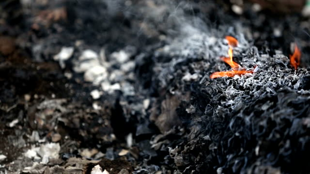 garbage burning pollution - cenere video stock e b–roll