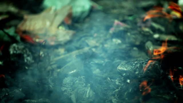 ごみ燃焼汚染 - 解体点の映像素材/bロール