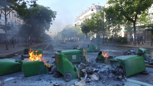 garbage cans on the street, barricade. gobelins avenue. 75013 paris - barricade stock videos & royalty-free footage