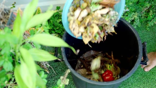 mülldeponie lebensmittelabfälle. recycling und kompostierung - biologie stock-videos und b-roll-filmmaterial