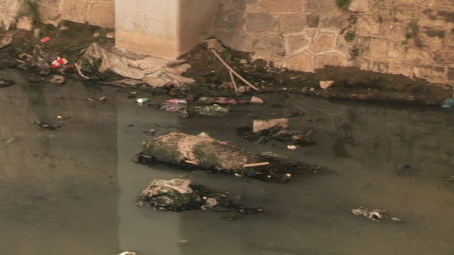 vidéos et rushes de ms pan garbage in polluted canal/ shandong, china - sale