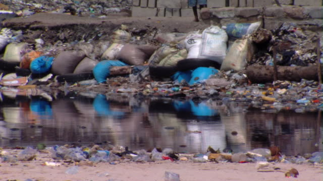 MS Garbage spilling into river, Tamale, Ghana