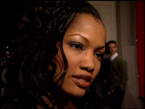 garcelle beauvais-nilon at the premiere of 'the beach' at grauman's chinese theatre in hollywood, california on february 2, 2000. - マン・シアターズ点の映像素材/bロール