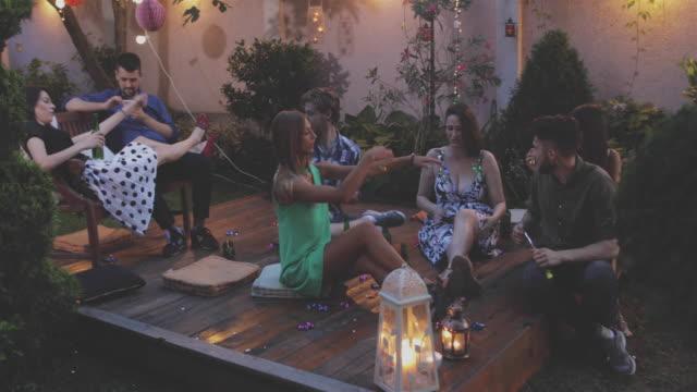 vidéos et rushes de garden party - goûter