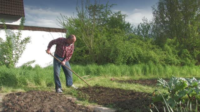 庭園作業 - ヒルビリー点の映像素材/bロール