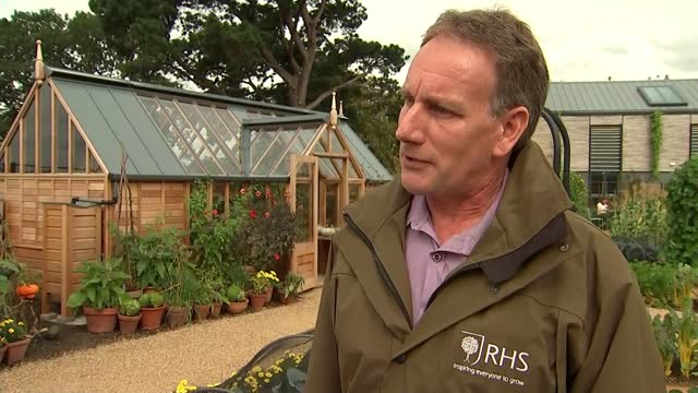 gardeners urged to 'dig for victory' to battle climate change; england: surrey: rhs wisley: ext reporter to camera sot dr mark gush interview sot... - royal horticultural society stock videos & royalty-free footage