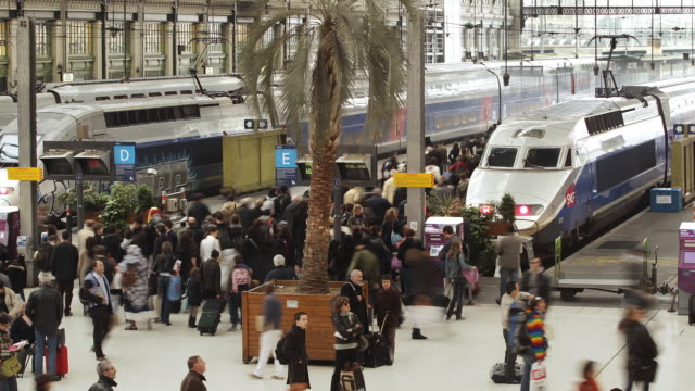 t/l ws gare de lyon train station with crowds / paris, france - high speed train stock videos & royalty-free footage