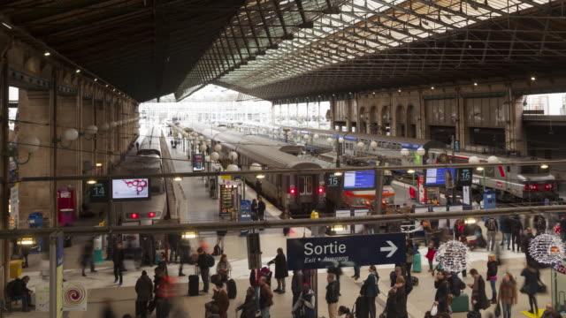 vidéos et rushes de gare du nord railway station in paris, france. - quai de gare