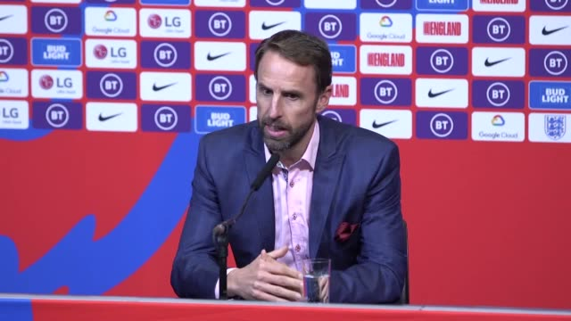 gareth southgate says that england have to 'keep evolving as a team' as he named his latest youth filled squad to play in september's euro 2020... - ジェームズ・マディソン点の映像素材/bロール
