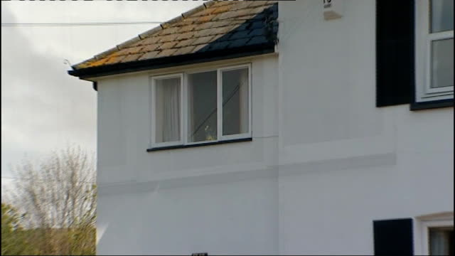 gareth williams death inquest: spy had previously been found tied to bed / mi6 supervisor evidence; elliot's house zoom in annex flat window close... - mi6点の映像素材/bロール