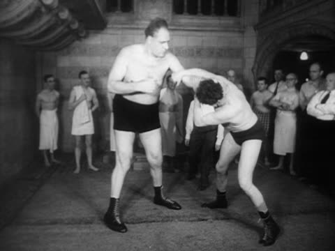 vídeos y material grabado en eventos de stock de gargantua an eight foot tall wrestler demonstrates his wrestling skills on an opponent - oficial deportivo
