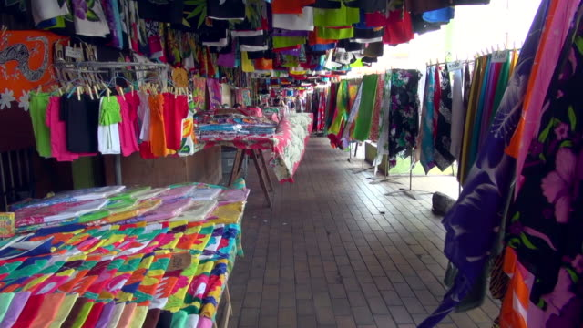 garment bazaar and colorful fabric in papeete - isole del pacifico video stock e b–roll