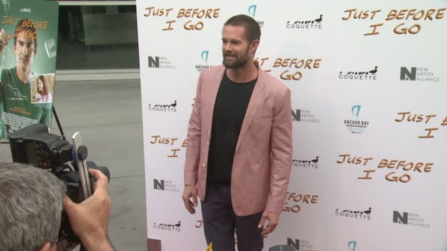 garret dillahunt at the just before i go los angeles premiere at arclight cinemas on april 20 2015 in hollywood california - arclight cinemas hollywood 個影片檔及 b 捲影像