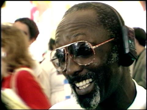 vidéos et rushes de garrett morris at the los angeles marathon at downtown in los angeles, california on march 5, 1989. - 1980 1989