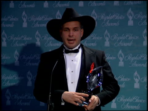 garth brooks at the 1994 people's choice awards at sony studios in culver city california on march 8 1994 - 1994 stock videos & royalty-free footage