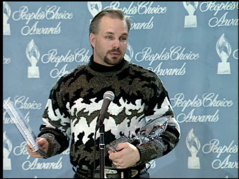garth brooks at the 1995 people's choice awards at universal studios in universal city california on march 5 1995 - 1995 stock videos & royalty-free footage