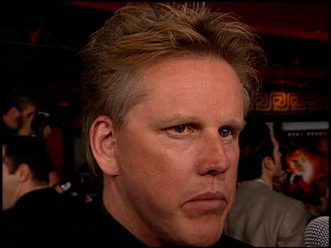 gary busey at the 'soldier' premiere at grauman's chinese theatre in hollywood, california on october 21, 1998. - ゲーリー ビジー点の映像素材/bロール