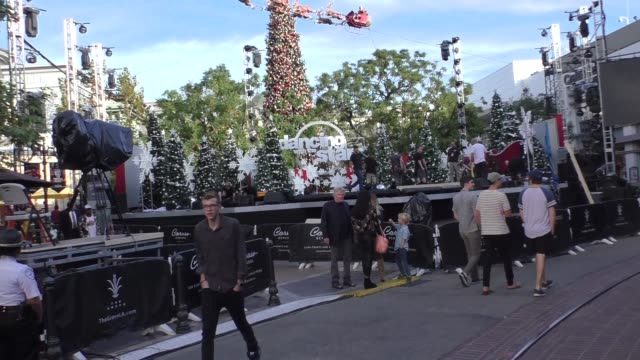 gary busey takes his girlfriend steffanie sampson & son luke shopping at the grove in west hollywood in celebrity sightings in los angeles, - ゲーリー ビジー点の映像素材/bロール