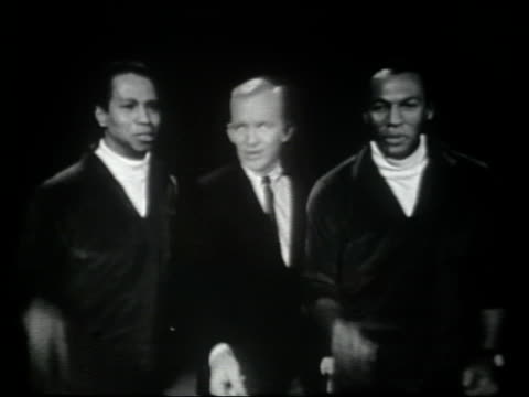 "gary crosby, joe & eddie sing ""dry bones"" . the tommy dorsey orchestra, directed by sam donohue, accompany them on stage. - television show stock-videos und b-roll-filmmaterial"