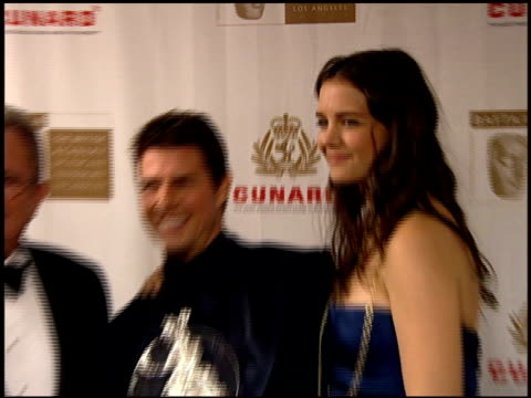vidéos et rushes de gary dartnall, chairman of bafta/tom cruise and katie holmes at the 2005 bafta/cunard britannia awards backstage at the beverly hilton in beverly... - président d'organisation