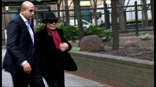 london southwark crown court ext gary glitter out of car and along with others into court - サウスワーク刑事法院点の映像素材/bロール