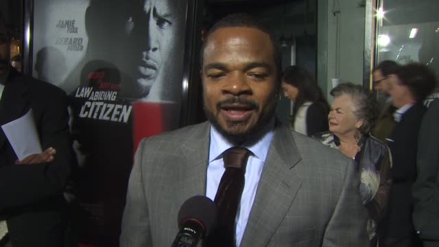 f gary gray on how the audiences' are reacting on the challenges directing on working with jamie and gerard at the 'law abiding citizen' screening at... - anweisungen geben stock-videos und b-roll-filmmaterial